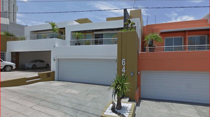 Es de dos niveles y tiene un precio de salida de 2 millones de pesos, sin IVA. Incluye menaje de casa.(Google Maps)