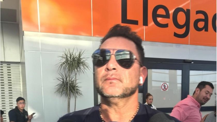 El director técnico del Club Rayados de Monterrey, Antonio Mohamed en su llegada en el Aeropuerto Internacional de Tijuana con el equipo regio.(Johanna Mejía)