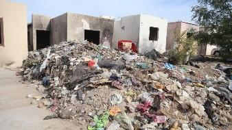 Usan viviendas en Tierra Nueva como basurero