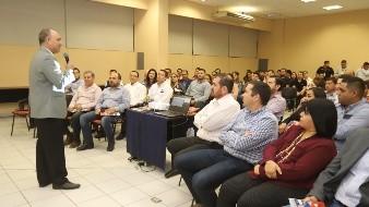 Vinculan a egresados de ITH con empresas; realizan encuentro