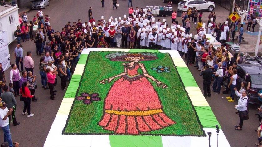 Hacen catrina gigante con pan de muerto(Mayra Echeverría)