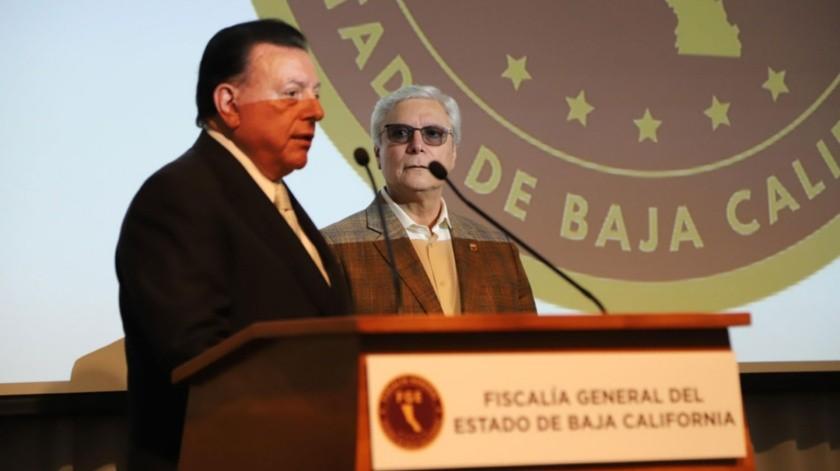 El fiscal Guillermo Ruiz Hernández y el gobernador Jaime Bonilla durante el evento.(Sergio Ortiz)