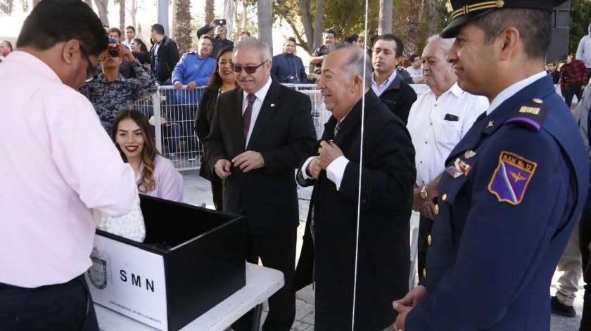 Esta mañana en la Explanada del Ayuntamiento de Tijuana, se llevó a cabo el Sorteo del Servicio Militar Nacional.(Cortesía)
