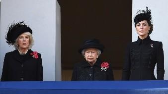 La reina Isabel II presidió este domingo en Londres la ceremonia de conmemoración del armisticio que puso fin a la Primera Mundial, el 11 de noviembre de 1918, en la que participaron otros miembros de la monarquía y los líderes de los partidos políticos.