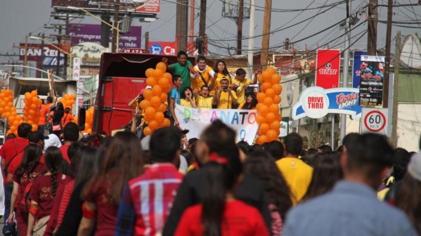 Jóvenes católicos en marcha por Semana Santa.