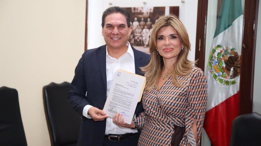 Claudia Pavlovich Arellano y Hugo Alberto Niebla Mendoza acuerdan el apoyo especial.(EL IMPARCIAL)