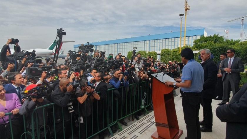 En sus primeras palabras a su llegada a México como asilado político, Evo Morales agradeció a México por haberle salvado la vida y agregó que seguirá en la política.