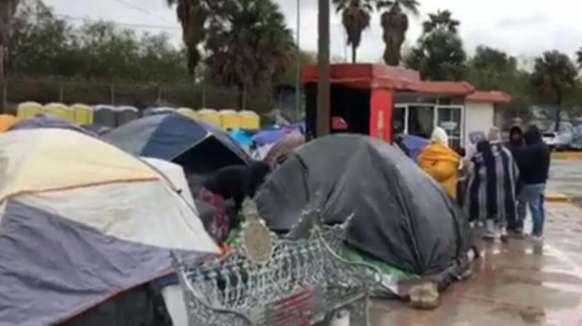 Pese a frío, migrantes se rehúsan a ir a albergues(GH)