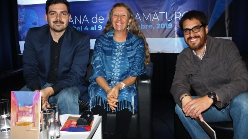 """Sinhue Guevara Flores, Claire Joysmith y José Manuel Cruz Vázquez, presentaron """"Écfrasis""""(Cortesía)"""