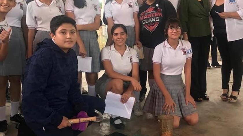 """Llenan alumnos el """"cochinito"""" para ayudar a niños con cáncer"""