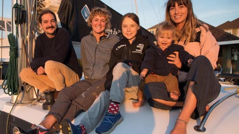Riley Whitelum y Elayna Carausu ofrecieron su embarcación, La Vagabonde, a la conocida portavoz de la lucha contra el cambio climático.(EFE)