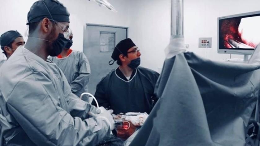 Personal médico especializado del Hospital General del Estado (HGE) realizó por primera vez, una cirugía torácica con paciente totalmente despierto.