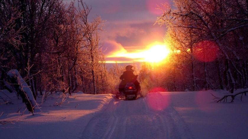 Menor muere tras estrellar su moto de nieve contra la de su padre(Ilustrativa/Pixabay)