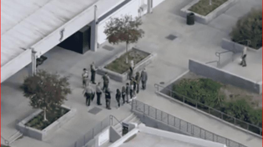 El Departamento del Alguacil de Los Ángeles no aclaró el número de heridos pero dijo en su cuenta de Twitter que buscan a un sospechoso, posiblemente asiático y que usaba ropa negra.