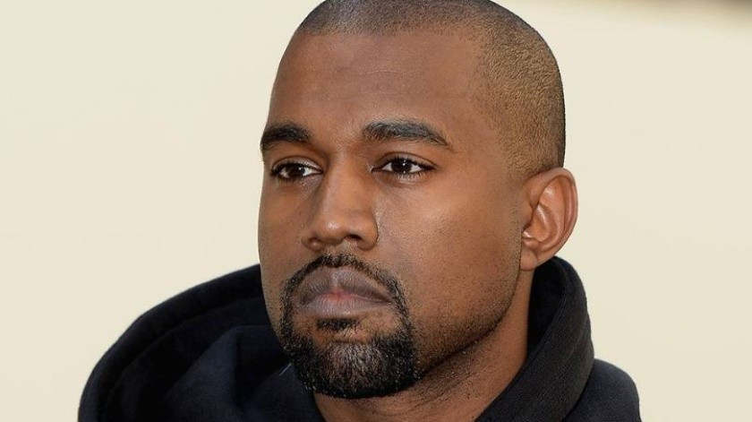 Kanye West cantó para prisioneros en Houston.