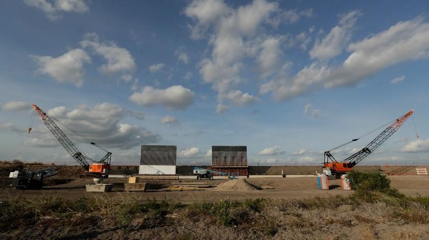 Organización privada contruye su propio muro fronterizo en Texas(AP)