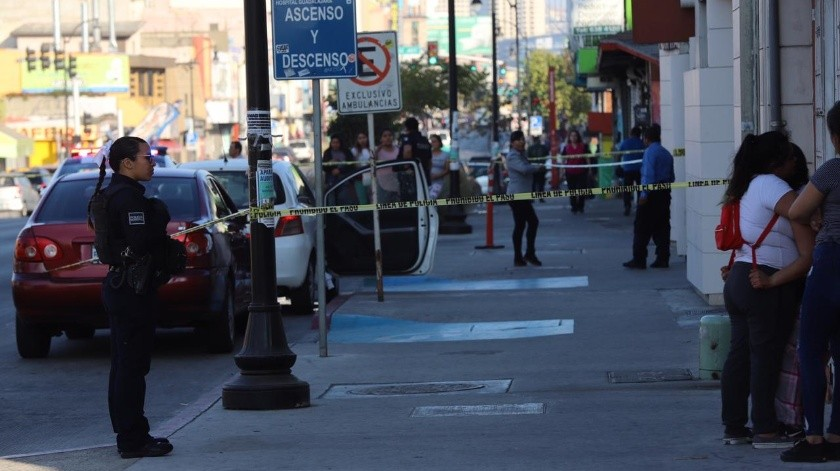 La tarde de este sábado en Tijuana se registro la ejecución de un hombre dentro un vehículo compacto Toyota color blanco un hecho violento en la Calle Segunda entre González Ortega y 5 de Mayo en Zona Centro.(Sergio Ortíz)