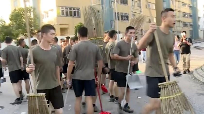 Tropas chinas limpian Hong Kong tras manifestaciones(Captura de video)