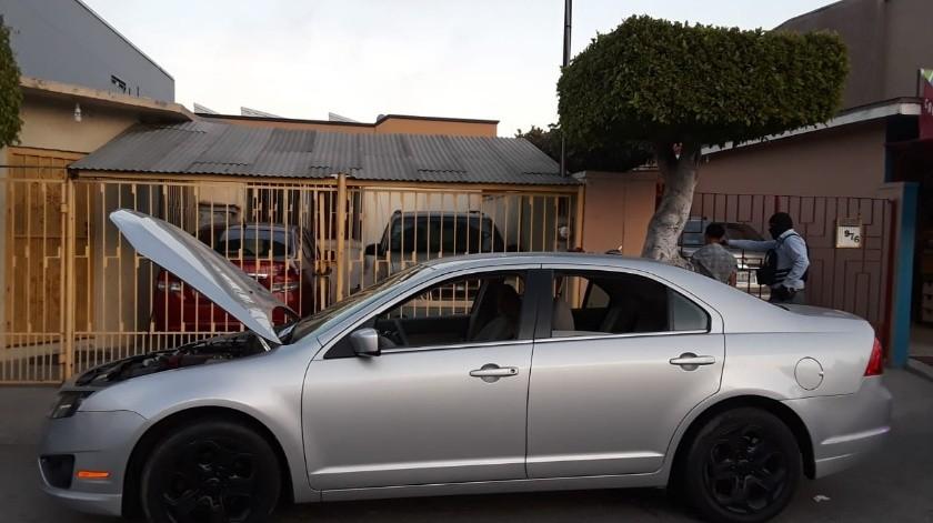 Elementos de la Guardia Estatal de Seguridad e Investigación (GESI), ubicaron un predio en la delegación Zona Centro, lo cual derivó en la recuperación de vehículos con reporte de robo y la detención de 4 presuntos implicados en el caso.(Cortesía)