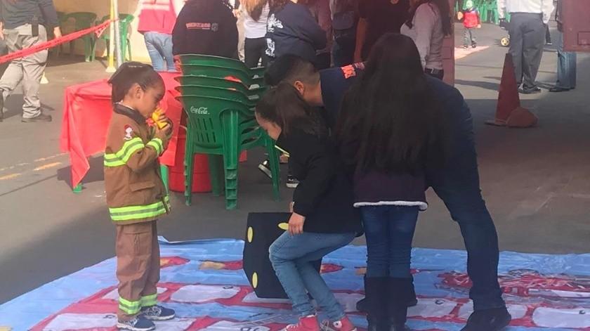 Los Bomberos realizan la Feria de la Seguridad en la avenida Obregón en Nogales.(Manuel Jiménez)