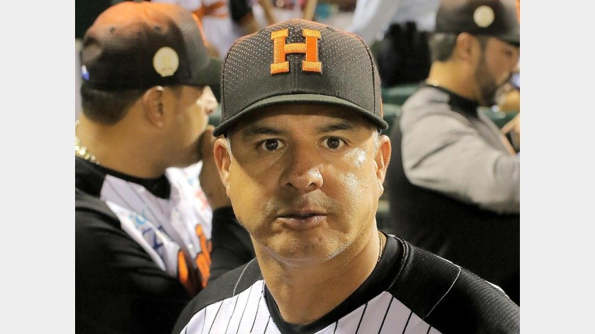 Élmer Dessens, coach de pitcheo de los Naranjeros.(Banco Digital)