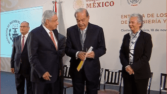 Tras recibir el Premio Nacional de Ingeniería 2018 de manos del presidente Andrés Manuel López Obrador, el empresario comentó que en servicios móviles hay cuatro empresas.