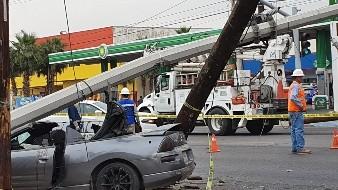 Choque contra poste deja cinco heridos