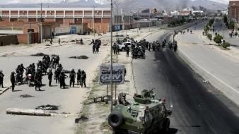 Las imágenes difundidas por las televisoras muestran que las personas afines al expresidente Evo Morales bloqueaban el ingreso a una planta de gas.