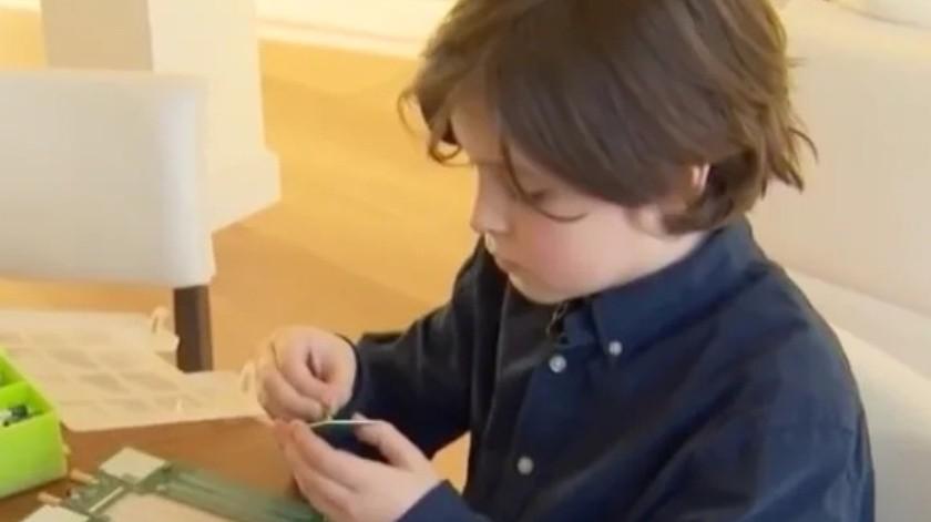 Este niño juega a Fortnite y está a punto de acabar una carrera en la Universidad