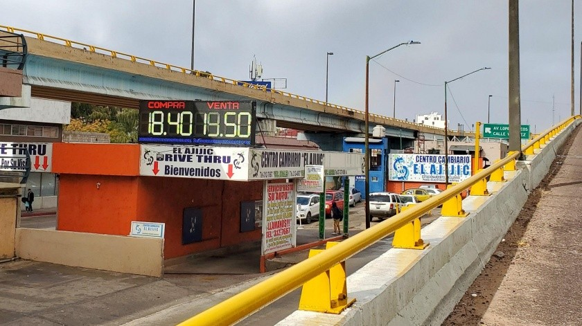 Hasta en 19.50 pesos por un dólar se cotizaba ayer la moneda estadounidense en casas de cambio de Nogales.(Rubén Ruiz)