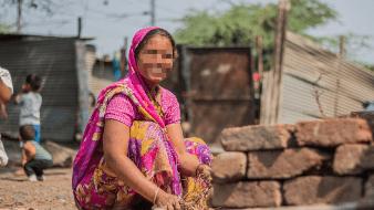 Kumar Nayak, de 63 años, nació con la polidactilia anormal, un defecto de nacimiento genético que le provocó tener dígitos adicionales.