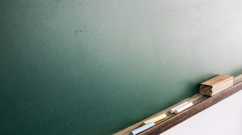 Alumnos cierran plantel en Navojoa; exigen destituir a docente por presunto acoso sexual