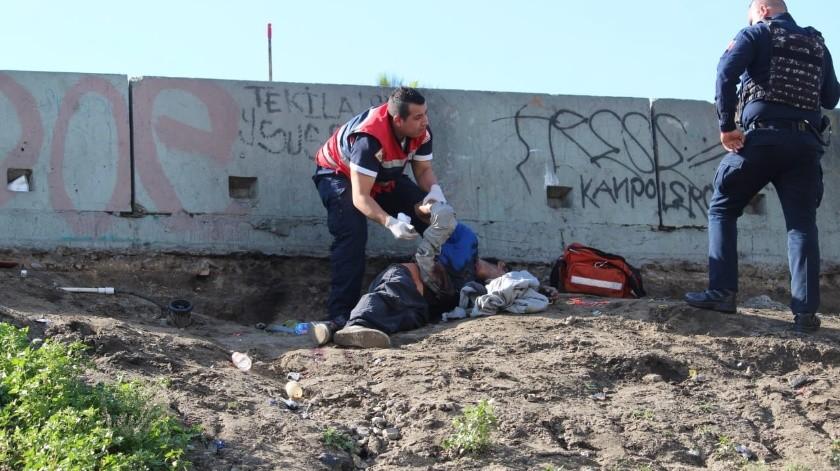 Un hombre fue ejecutado a balazos esta mañana cerca de la Zona Urbana del Río Tijuana, en la vía rápida Poniente.(Margarito Martínez)