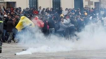 Un inédito toque de queda y cacerolazos, resultado de protestas en Colombia