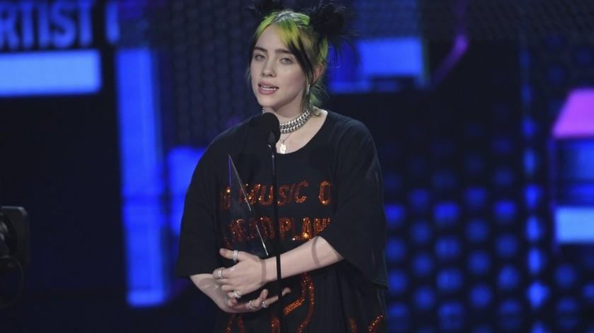 Billie Eilish recibe el American Music Award al mejor nuevo artista el domingo 24 de noviembre del 2019 en Los Angeles. (Foto por Chris Pizzello/Invision/AP)