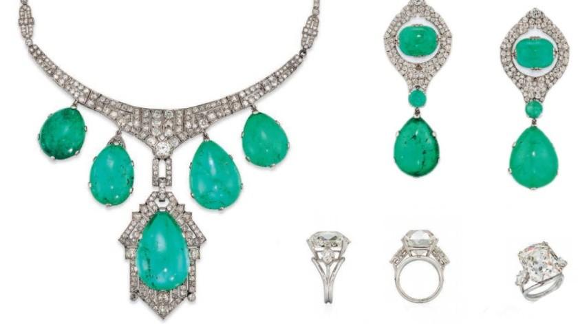 Por 100 mil libras (117 mil euros/129 mil dólares), se vendió un collar babero con cinco esmeraldas talladas en cabujón, de superficie redondeada, de entre 27 y 58 quilates, acompañadas de diamantes de corte circular, gargantilla de platino y oro.(Tomada de la red)