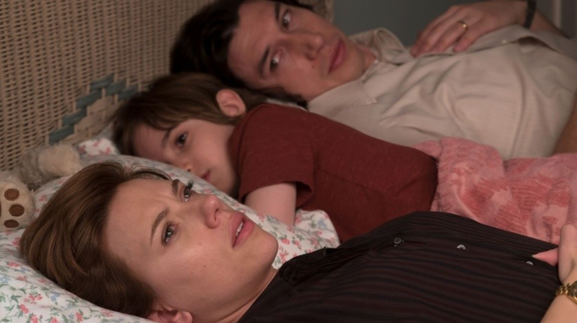 """Con las actuaciones estelares de Scarlett Johansson y Adam Driver, """"Historia de un matrimonio"""" narra el rompimiento entre una pareja de artistas que en el momento culminante del amor unen sus vidas y dan vida a un hijo.(Cortesía)"""