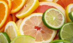 La nutrióloga Johana Huitrón recomienda elegir alimentos que nos proporcionen vitaminas A, D y C, porque son importantes para fortalecer el sistema inmunológico.