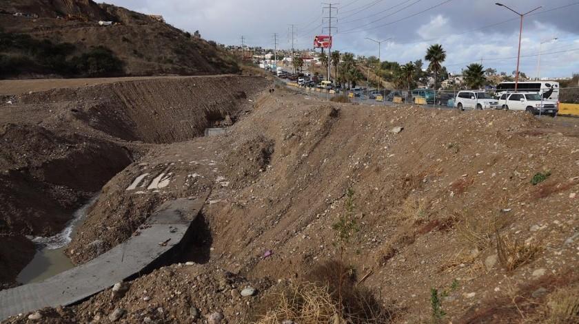 Cierran carril a la circulación del Libramiento Rosas Magallón en dirección 5y10 a la altura de Colinas de California(Sergio Ortíz)