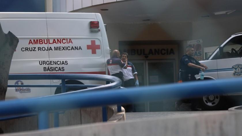 Lo llevan al hospital.