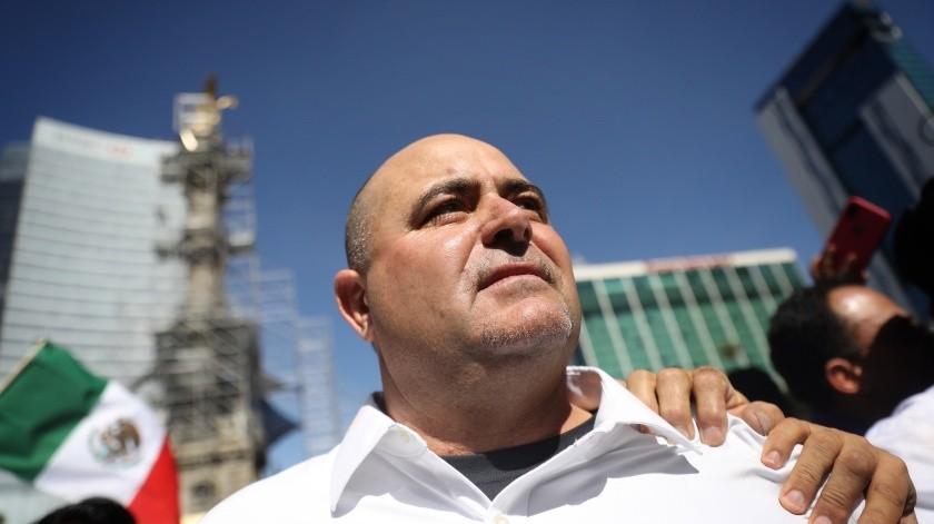 """El activista Julian Lebarón protestó este domingo en Ciudad de México, durante la marcha """"AntiAMLO"""" al cumplir un año de gobierno.(EFE)"""