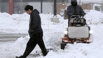 Cierran escuelas y cancelan viajes en EU tras nevadas