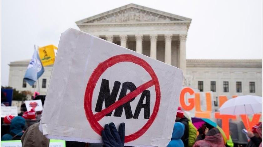 """Ya en junio de 2008, el alto tribunal decidió que los ciudadanos en EU tienen derecho a tener armas, al declarar """"inconstitucional"""" una ley del Distrito de Columbia...(EFE)"""