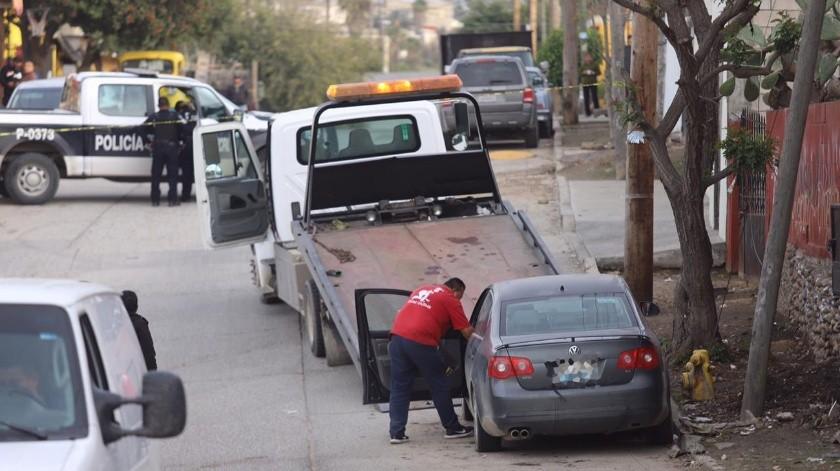 La víctima estaba en la cajuela del vehículo, el cual tenía cinco días en el lugar.(Gustavo Suárez)