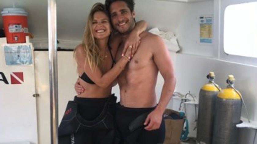 La actriz y modelo chilena compartió en Instagram una fotografía con Diego Boneta.(Cortesía Instagram)
