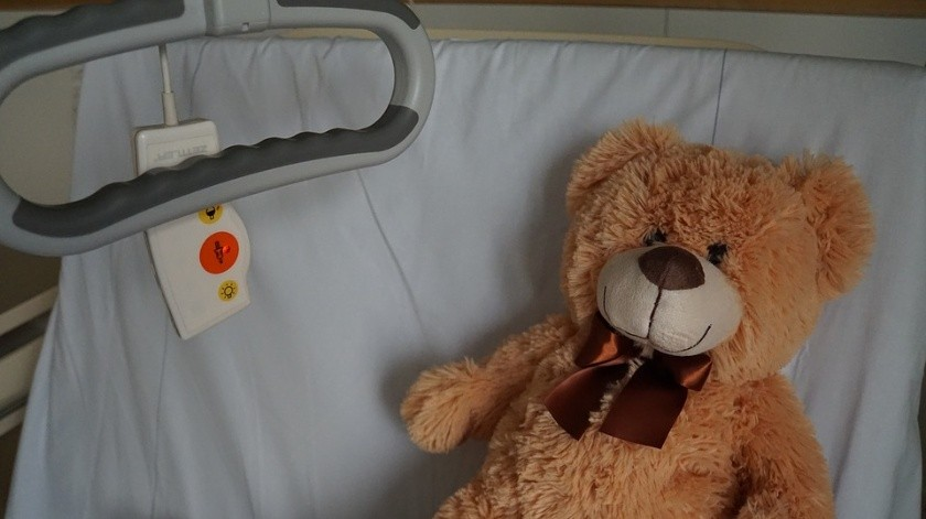 Doctor dio cuatro veces más medicina a niño, se le cae la piel, uñas y pezones(Pixabay)