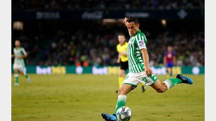 Andrés Guardado renueva contrato por dos años más con el Betis.