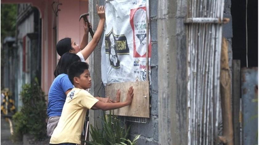 Se pronosticaba que el tifón Kammuri pasara cerca de la isla de Mindoro, una provincia al sur de la metrópolis de Manila por la tarde, antes de avanzar hacia el mar de China Meridional.(AP)
