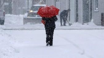 Prolongada tormenta invernal provoca cierre de escuelas en EU