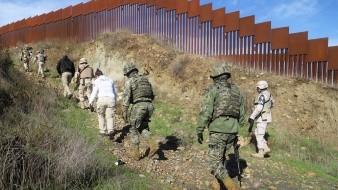 Buscaban apoyar a migrantes en el muro fronterizo.